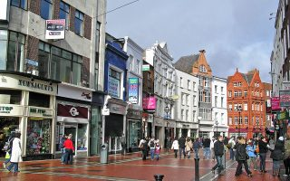Στο Δουβλίνο, οι τιμές τον Ιανουάριο ήταν υψηλότερες κατά 3,4% σε ετήσια βάση, αν και υποχώρησαν 1,2% έναντι του προηγούμενου μήνα.