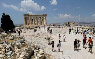Η τουριστική κίνηση από τη Ρωσία προς την Ελλάδα μπορεί φέτος να κυμανθεί από 700.000 έως 800.000 από 512.000 που ήταν πέρυσι, σύμφωνα με τις εκτιμήσεις.