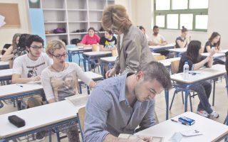 Ιδιαιτερότητα της φετινής χρονιάς, οι «διπλές» εξετάσεις, αφού οι τελειόφοιτοι θα διαγωνιστούν με το νέο σύστημα των 4+1 μαθημάτων, ενώ κάποιοι απόφοιτοι με το παλιό σύστημα των 6 μαθημάτων.