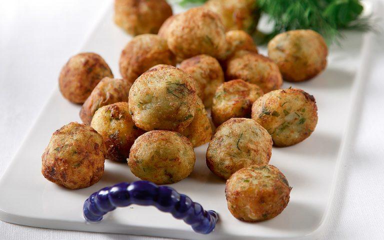 Αφράτες κροκέτες μπακαλιάρου με άνηθο και πατάτα