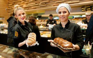 Ψωμί με φυσικό προζύμι ωρίμασης 16 ωρών, ελληνικά και γαλλικά γλυκίσματα και εκλεκτό καφέ βρίσκει κανείς στα 17 καταστήματα «Εστία» στη Θεσσαλονίκη. (Φωτογραφία: ΑΛΕΞΑΝΔΡΟΣ ΑΒΡΑΜΙΔΗΣ)