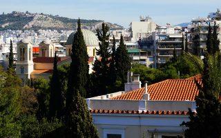 Οι κρυμμένες ομορφιές της Αθήνας. Αποψη προς τη Γαλλική Αρχαιολογική Σχολή Αθηνών και τον Αγιο Νικόλαο της οδού Ασκληπιού.