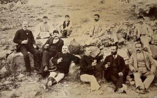 Σε μια άγνωστη εξοχή της Αίγινας κοντά στο 1880. Το αρχείο προήλθε από τον κ.Δημήτρη Σταματιάδη, μέσω του αδελφού του κ. Νάσου Κόκκινου.