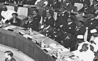 Η γενική συνέλευση του Οργανισμού Αφρικανικής Ενότητας. Ηταν το πρώτο κεφάλαιο πολυμερούς συνεργασίας των κρατών της Αφρικής και πέτυχε σε μεγάλο βαθμό να καταρτιστούν υπό την αιγίδα του πολυμερείς συνθήκες σε αντικείμενα κρίσιμης σημασίας για την Αφρική.