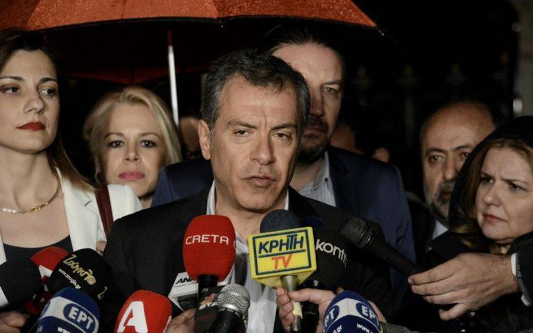 Σ. Θεοδωράκης: Ο Τσίπρας κάνει από το παράθυρο αυτό που του είπαμε να κάνει από την πόρτα