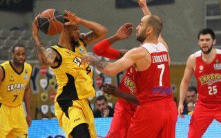 Ο Τζέι Κόβαν Μπράουν παίκτης της ΑΕΚ (Α) μαρκάρεται από τον Βασίλη Σπανούλη παίκτη του Ολυμπιακού (Δ) κατά τη διάρκεια του αγώνα Basket league μεταξύ των ομάδων της ΑΕΚ και του Ολυμπιακού στο Ο.Α.Κ.Α. Κυριακή 13 Μαρτίου 2016. Τελικό σκορ ΑΕΚ - Ολυμπιακός 93-100 μετά από 2 παρατάσεις. ΑΠΕ/ΜΠΕ ΣΠΥΡΟΣ ΧΟΡΧΟΥΜΠΑΣ ΑΠΕ ΜΠΕ/ΑΠΕ ΜΠΕ/ΣΠΥΡΟΣ ΧΟΡΧΟΥΜΠΑΣ