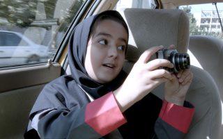 Ο Τζαφάρ Παναχί, κόκκινο πανί για την ιρανική λογοκρισία, υποδύεται τον ταξιτζή στην τελευταία του ταινία, απαγορευμένη στο Ιράν.