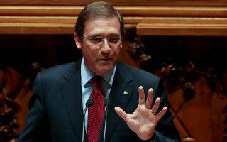 Ο συντηρητικός πρωθυπουργός Πέδρο Πάσους Κοέλιο είχε φροντίσει να καταργήσει τις αργίες, πράγμα που η νέα κυβέρνηση ανέτρεψε ήδη.