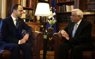 Ο Πρόεδρος της Δημοκρατίας  Προκόπης Παυλόπουλος (Δ) συνομιλεί με τον υπουργό Εξωτερικών της Δημοκρατίας της Αλβανίας  Ντιτμίρ Μπουσάτι (Α) στο Προεδρικό Μέγαρο, Δευτέρα 21  Μαρτίου 2016. ΑΠΕ-ΜΠΕ/ΑΠΕ-ΜΠΕ/ΑΛΕΞΑΝΔΡΟΣ ΒΛΑΧΟΣ