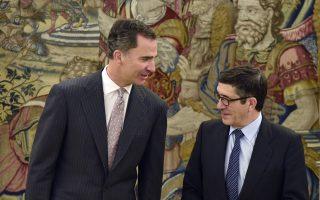 Ο βασιλιάς Φίλιππος ΣΤ΄ με τον πρόεδρο του ισπανικού Κοινοβουλίου Πάτσι Λοπέθ, στα ανάκτορα Θαρθουέλα της Μαδρίτης.