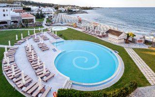 vraveio-aristeias-gia-to-creta-maris-beach-resort0