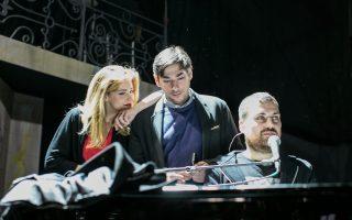 Η Νατάσσα Μποφίλιου, ο Γεράσιμος Ευαγγελάτος και ο Θέμης Καραμουρατίδης σε πρόβα στο στούντιο. Η τριάδα επιστρέφει με νέο άλμπουμ και νέα παράσταση, που ξεκίνησε το περασμένο Σάββατο στο «Βοτανικός Live Stage».