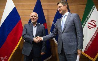 Το θέμα αναμένεται να συζητηθεί τη Δευτέρα στη συνάντηση που θα έχει στην Τεχεράνη ο Ρώσος υπουργός Ενέργειας Αλεξάντερ Νόβακ (δεξ.) με τον Ιρανό ομόλογό του Μπιζάν Ζανγκανέχ (αρ.).