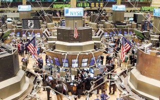 Οι μεγάλες απώλειες των μετοχών του ενεργειακού κλάδου είχαν ως αποτέλεσμα τη μείωση των μερισμάτων που έδωσαν φέτος στους μετόχους τους οι εταιρείες του S&P 500.