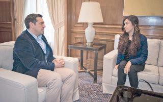 Ο πρωθυπουργός Αλέξης Τσίπρας κατά τη χθεσινή συνάντηση με την ακτιβίστρια για τα ανθρώπινα δικαιώματα Νάντια Μουράντ Μπαζί, στο Μέγαρο Μαξίμου.