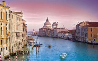 Στη Βενετία, οι πιο δραστήριοι ξένοι αγοραστές προέρχονται, πλην των ίδιων των Ιταλών, από την Ολλανδία και τη Γαλλία. Στις ιταλικές λίμνες του Κόμο, οι τιμές αυξήθηκαν κατά 0,2%, με τους περισσότερους ξένους αγοραστές να προέρχονται από τη Μεγ. Βρετανία και τη Ρωσία.