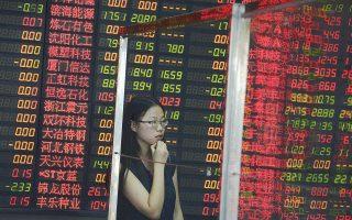 Ελάχιστοι είναι οι επενδυτές που μπορούν να νιώθουν βέβαιοι σε ό,τι αφορά τα κινεζικά χρηματιστήρια. Οπως τονίζει ο Κριστόφ Ντονέι, στέλεχος της ελβετικής εταιρείας διαχείρισης κεφαλαίων Pictet's Wealth Management, υπάρχει μεγάλος κίνδυνος να σημειωθεί την επόμενη τριετία ξαφνική κατάρρευση των τιμών των περιουσιακών στοιχείων.