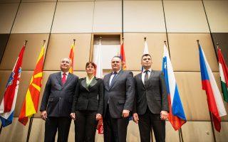 Οι υπουργοί Αμυνας της ΠΓΔΜ, της Σλοβενίας, της Αυστρίας και της Σερβίας στη σύνοδο της Κεντροευρωπαϊκής Αμυντικής Συνεργασίας, χθες, στη Βιέννη.