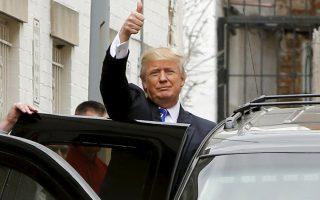 Ο Ντόναλντ Τραμπ, κατά την αναχώρησή του από την έδρα της Εθνικής Επιτροπής του Ρεπουμπλικανικού Κόμματος, στην Ουάσιγκτον.