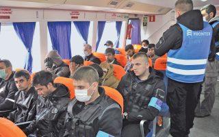 Υπό αυστηρότατα μέτρα ασφαλείας πραγματοποιήθηκε χθες η πρώτη επαναπροώθηση 136 παράτυπων μεταναστών, από το hotspot της Μόριας στη Λέσβο προς το Δικελί της Τουρκίας. Οι μετανάστες που επιβιβάστηκαν στα πλοία προέρχονταν από το Πακιστάν, το Μαρόκο, τη Σρι Λάνκα, την Αλγερία και την Τυνησία. Για τη διαδικασία επαναπροώθησης επιστρατεύθηκαν τουλάχιστον 120 αξιωματούχοι του Frontex, κυρίως από τη Γαλλία, και 700 άνδρες της ΕΛ.ΑΣ.
