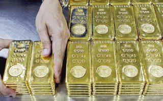 Ο χρυσός χθες είχε πτώση 0,38% στα 1.217,41 δολάρια η ουγγιά, αλλά συνολικά το πρώτο τρίμηνο εμφάνισε την καλύτερη επίδοση μεταξύ των εμπορευμάτων, με άνοδο 17%.