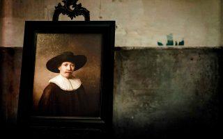 Σε μια πρωτότυπη σύμπραξη επιστημόνων της πληροφορικής με ιστορικούς της τέχνης, παρουσιάστηκε χθες στην Gallery Looiersgracht του Αμστερνταμ ο «Επόμενος  Ρέμπραντ», πίνακας δημιουργημένος σε 3D εκτυπωτή, σύμφωνα με το στυλ του εκλεκτού Ολλανδού ζωγράφου. Το πορτρέτο του νέου άνδρα που εικονίζεται αποτελείται από 148 εκατ. πίξελ και συντίθεται από στοιχεία 346 αυθεντικών έργων του Ρέμπραντ, τα οποία παρέχουν τα απαραίτητα τεχνοτροπικά δεδομένα.