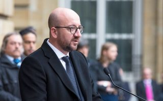Ο Βέλγος πρωθυπουργός Σαρλ Μισέλ στη διάρκεια ομιλίας για τα θύματα των επιθέσεων, στο βελγικό Κοινοβούλιο.