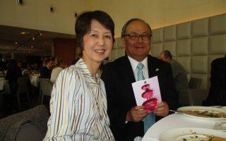 Ο πρέσβης της Ιαπωνίας κ. Matsuo Nishibayashi με τη γοητευτική σύζυγό του τίμησαν τα ελληνικά πιάτα μαζί με το sake.