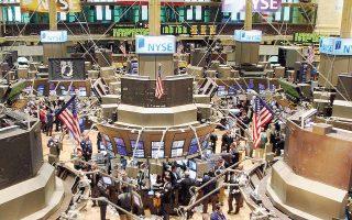 Στη Wall Street, οι δείκτες Dow Jones και S&P 500 σημείωναν άνοδο της τάξεως του 0,8% λίγο πριν από το κλείσιμο, λόγω της ώθησης των μετοχών στον κλάδο ενέργειας με άνοδο έως και 2,4%.