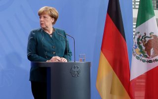 Αν η Γερμανίδα καγκελάριος Αγκελα Μέρκελ αφήσει την υπόθεση να πάει στη Δικαιοσύνη, κινδυνεύει να χάσει τους νέους υποστηρικτές που κέρδισε λόγω της στάσης της στην προσφυγική κρίση.