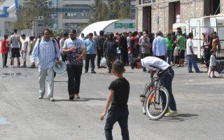 Διαμαρτυρία προσφύγων και μεταναστών στην Ειδομένη, όπου και χθες σημειώθηκαν επεισόδια.