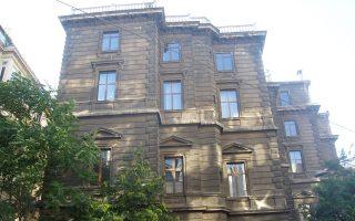 Κοντά στην πλατεία Ταξίμ βρίσκεται το επιβλητικό Μέγαρο του Ζαππείου Παρθεναγωγείου. Εγκαινιάσθηκε τον Ιούλιο του 1885.
