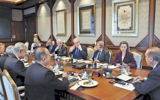 Φωτογραφία αρχείου από πρόσφατη συνάντηση της ευρωπαϊκής ηγεσίας στον τομέα της εξωτερικής πολιτικής, με επικεφαλής τη Φεντερίκα Μογκερίνι και τους επιτρόπους Γιοχάνες Χαν και Χρήστο Στυλιανίδη, με τον Τούρκο πρόεδρο στην Αγκυρα.
