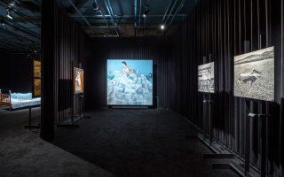 «Ονειρικές» διαδρομές θα κάνουν οι επισκέπτες της Στέγης ανάμεσα σε έργα καταξιωμένων και σύγχρονων δημιουργών.