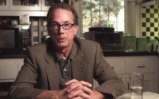O Ουίλιαμ Γκράιμς είναι τακτικός συγγραφέας νεκρολογιών στην για την εφημερίδα New York Times.