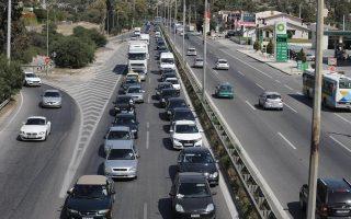 Με αυξημένη ένταση ξεκίνησε χθες η έξοδος των εκδρομέων για το Πάσχα. Καθυστερήσεις παρατηρήθηκαν στο ρεύμα εξόδου από την Αθήνα προς Κόρινθο (φωτογραφία), ενώ χωρίς σοβαρά προβλήματα διεξαγόταν έως αργά χθες το απόγευμα η κυκλοφορία των οχημάτων στις εξόδους προς Λαμία.
