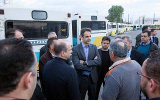 Ο Κυρ. Μητσοτάκης αναμένεται να συνεχίσει, αμέσως μετά το Πάσχα, τις επισκέψεις του και σε επιχειρήσεις και χώρους εργασίας, όπως πρόσφατα στο αμαξοστάσιο αστικών λεωφορείων.