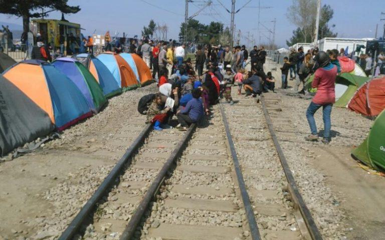 Οι πρόσφυγες βάζουν «ρίζες» στην Ειδομένη