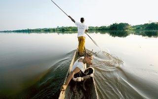 Ποταμός Κόνγκο, κάπου στη Λαϊκή Δημοκρατία του Κονγκό (πρώην Ζαΐρ). Η κονραντική «Καρδιά του σκότους» υπήρξε πηγή ζωής για όλους μας.