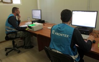 Από το πρώτο Σαββατοκύριακο του Απριλίου, ο Frontex διαθέτει στη Λέσβο 159 συνοδούς για τις επαναπροωθήσεις των μεταναστών στην Τουρκία, 32 screeners (οι οποίοι ταυτοποιούν τις εθνικότητες προσφύγων και μεταναστών), 19 διερμηνείς και 6 ειδικούς στην πλαστότητα εγγράφων.