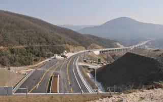 Η κατασκευή του τμήματος Λαμία - Ξυνιάδα στον Ε65, με προϋπολογισμό 263,3 εκατ. ευρώ, «εξαιρέθηκε» από το έργο κατά τη συμφωνία επανεκκίνησης του 2013, με τον όρο ότι το Δημόσιο δύναται να δώσει εντολή στον παραχωρησιούχο (Κεντρική Οδός) να το κατασκευάσει.