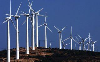 Στο πακέτο Γιούνκερ προσβλέπει και η εταιρεία ΤΕΡΝΑ Ενεργειακή για τη χρηματοδότηση τριών επενδυτικών έργων της στον τομέα των ΑΠΕ. Το μεγαλύτερο εξ αυτών αφορά στην κατασκευή δύο συστημάτων αντλησιοταμίευσης, συνολικής ισχύος 680 MW, στον Δήμο Αμφιλοχίας. Το δεύτερο αφορά στην κατασκευή υβριδικού σταθμού παραγωγής ηλεκτρικής ενέργειας στη Λίμνη του Αμαρίου, στο Ρέθυμνο, συνολικής ισχύος 139,1 MW, και το τρίτο έργο αφορά στην κατασκευή αιολικών πάρκων, συνολικής ισχύος 153 MW, στην Καρυστία Ευβοίας.