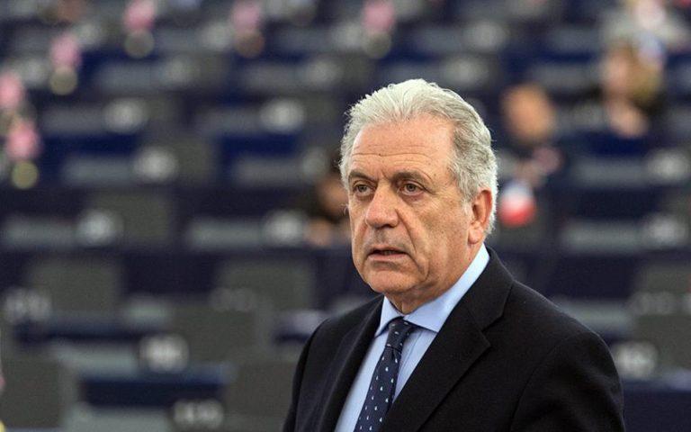 Αβραμόπουλος: Η Κομισιόν κάνει τα πάντα για να στηρίξει την Ελλάδα στο προσφυγικό