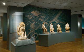 Τα τέσσερα αγάλματα των επικούρειων φιλοσόφων στην έκθεση της Νέας Υόρκης
