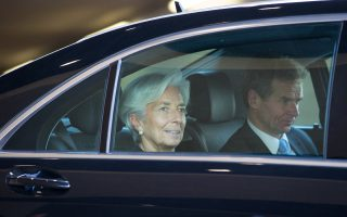 Η επικεφαλής του ΔΝΤ, Κριστίν Λαγκάρντ, εξέφρασε την πλήρη εμπιστοσύνη και στήριξή της στο προσωπικό του Ταμείου (στη φωτ. με τον κ. Π. Τόμσεν).