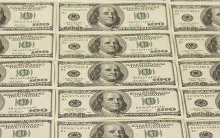 Στην αγορά συναλλάγματος, το δολάριο δέχθηκε πιέσεις και, κατά τη διάρκεια της συνεδρίασης, υποχωρούσε σε χαμηλά 17 μηνών έναντι του γιεν.
