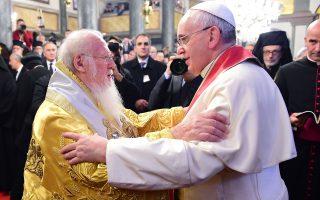 Πάπας Φραγκίσκος με τον Οικουμενικό Πατριάρχη Βαρθολομαίο σε παλαιότερη συνάντησή τους στο Φανάρι.