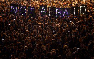 «Δεν φοβόμαστε»: οι Παριζιάνοι διαδηλώνουν κατά της τρομοκρατίας. Ειδικά το «Ισλαμικό Κράτος» είναι ταυτισμένο με την απειλή ανεξέλεγκτων επιθέσεων στη Δύση, ενώ είναι αιτία ανεξέλεγκτης μετανάστευσης μουσουλμανικών πληθυσμών προς την Ευρώπη.