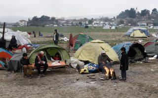 Οι κάτοικοι διαμαρτύρονται για την μη εκκένωση του καταυλισμού στην περιοχή.