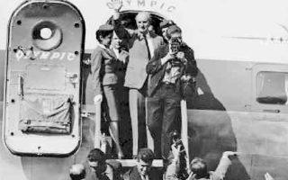 Ο αρχηγός της Ενωσης Κέντρου Γεώργιος Παπανδρέου φθάνει στη Θεσσαλονίκη, κατά τη διάρκεια της εκστρατείας  του κόμματός του ενόψει  των εκλογών  της 3ης Νοεμβρίου 1963.